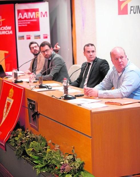 Imagen de una de las asambleas de la AAMRM donde se informa a los accionistas de los temas mas importantes que afectan a la sociedad.